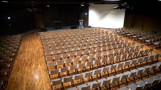 Salle grand angle