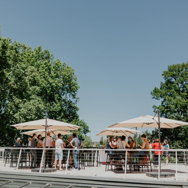 Cocktail sur la terrasse eden du club tourisme affaire événementiel