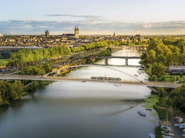 vue-panorama-sur-la-maine-et-la-ville-d-angers-copyright-360-images-destination-angers-5002.jpg