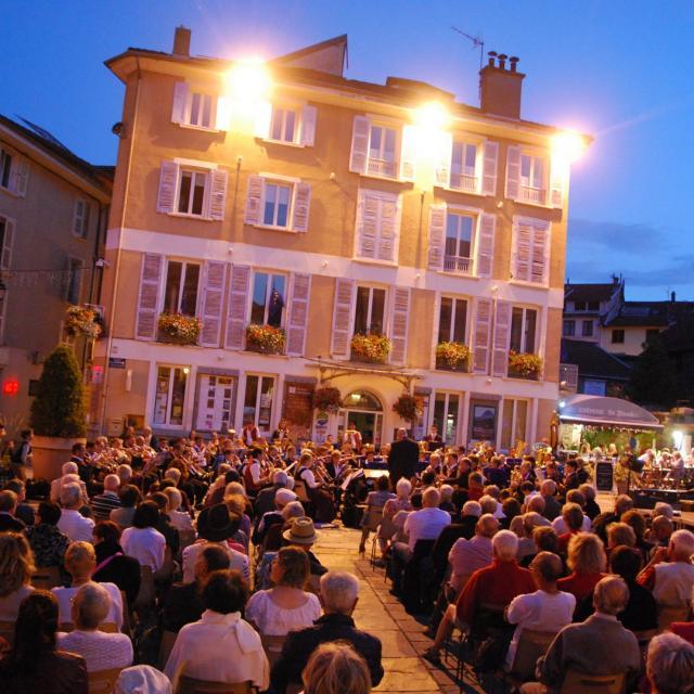 Concert Hamonie Sur La Place ©mairie D'allevard Les Bains