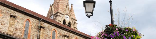 glise-fleurs-candelabre-mairie-dallevard-les-bains.jpg