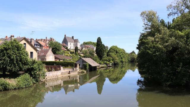 Lavoir et presbytère de Beaumont-sur-Sarthe