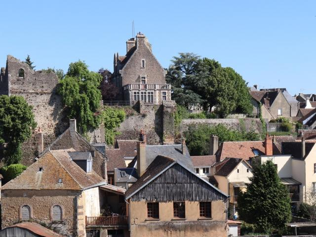 La Sarthe et le château de Beaumont-sur-Sarthe