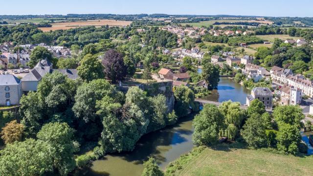 La rivière Sarthe à Fresnay-sur-Sarthe