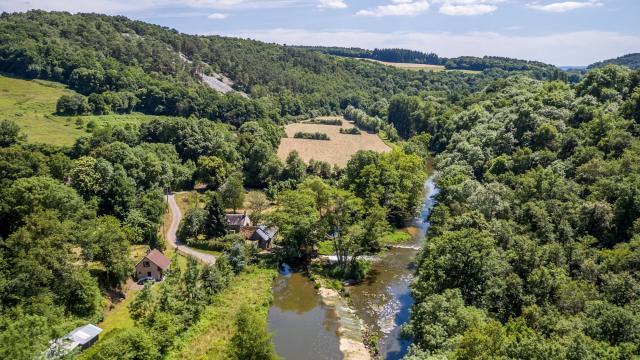 La rivière Sarthe dans les Alpes Mancelles