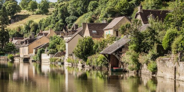 La rivière Sarthe et la Rue du Bourgneuf
