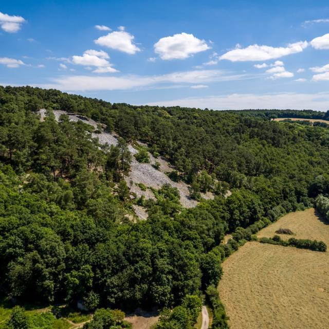 Un pierrier au bord de la rivière Sarthe