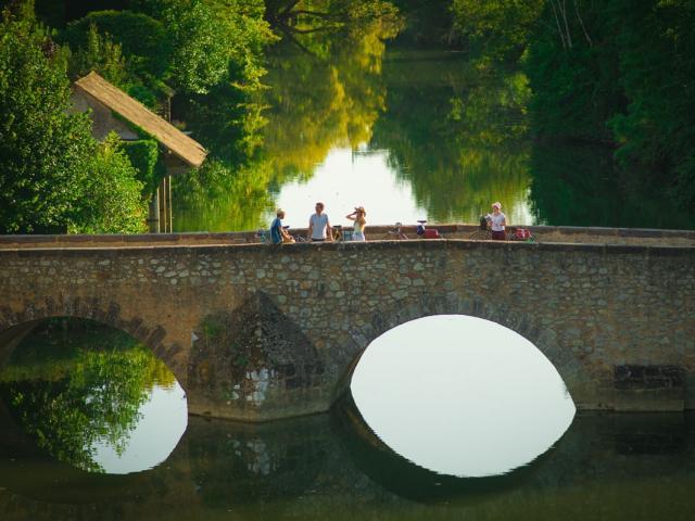 Pause sur le Pont Roman de Beaumont-sur-Sarthe