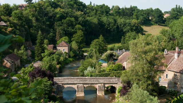 Vue le pont de Saint-Céneri-le-Gérei depuis l'église