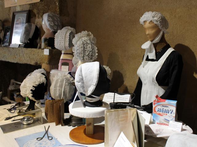 Coiffes au Musée de la Coiffe