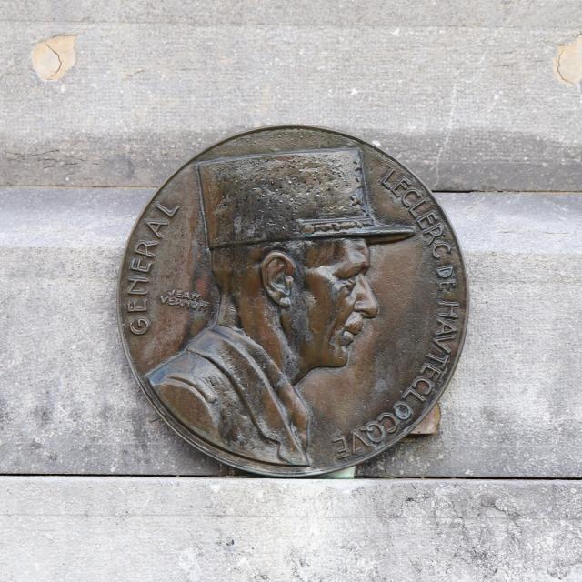 Plaque du Général Leclerc à Bourg-le-Roi