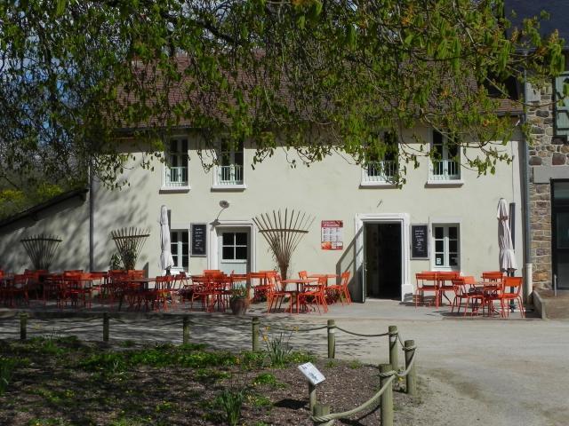 Terrasse de la boutique café-nature du Domaine du Gasseau