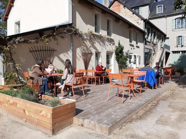 Terrasse du café nature du Domaine du Gasseau