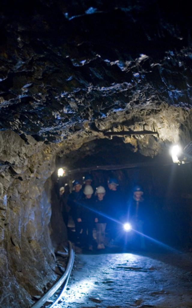 visite-126-mtres-sous-terre-2--la-mine-bleue-matthieu-serreau-light.jpg
