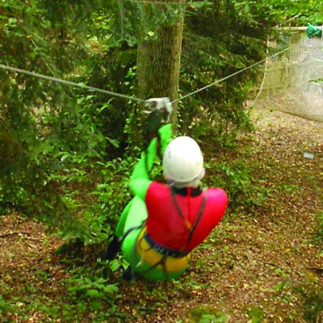 parcours-acrobranche-parcours-aventure-tyrolienne-sentsation-nature-enterrement-de-vie-de-clibataire-maine-et-loire-49-53-anjou-sport-nature.jpg