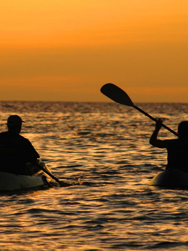 Deux Kayak Au Coucher Du Soleil