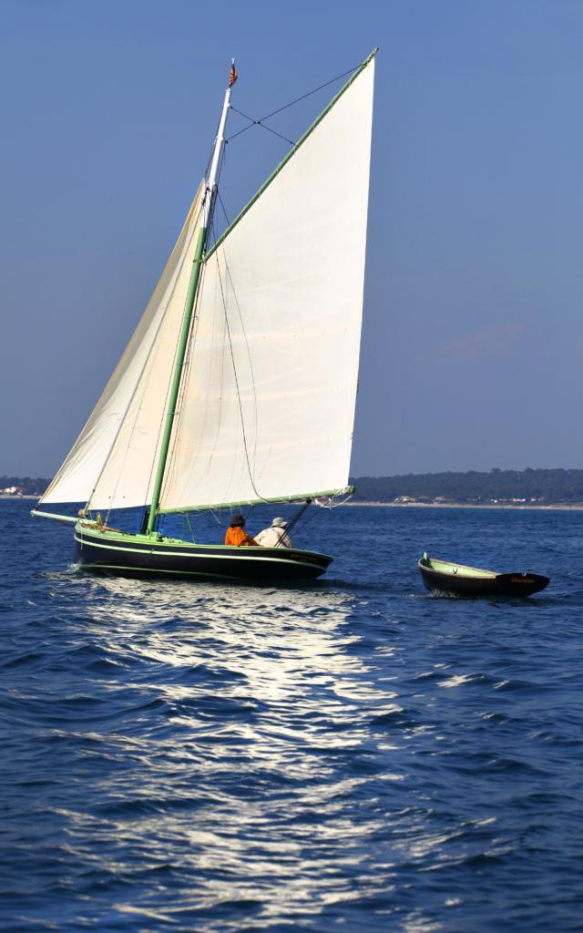 Voilier Et Sa Barque