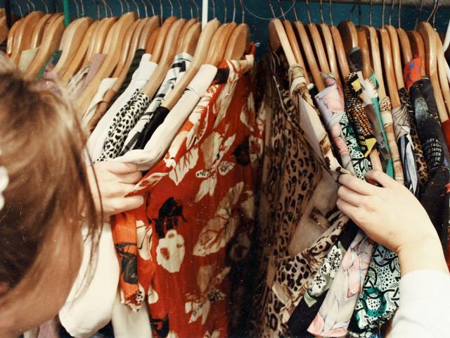 Shopping Becca Mchaffie Fzde 6itjkw Unsplash