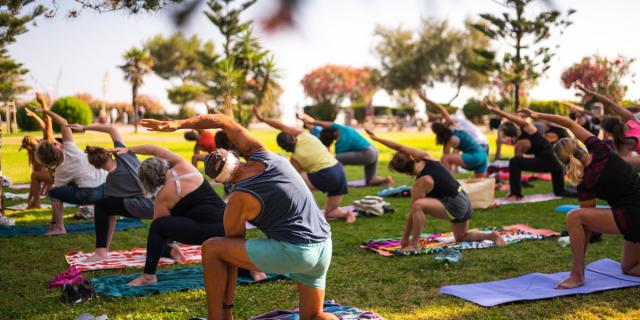Plage sportive Yoga. Photography by Stephane Ferrer Yulianti.Plage sportive, Yoga .Photographie de Stephane Ferrer Yulianti.