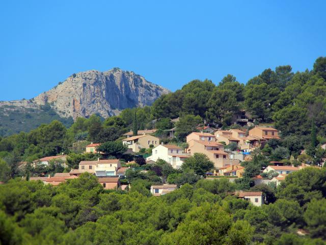 Collines et village de Peypin - OTI_Aubagne