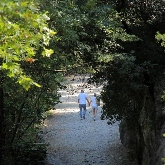 Encanaux Auriol Sainte Baume Couple Promenade Oti Aubagne