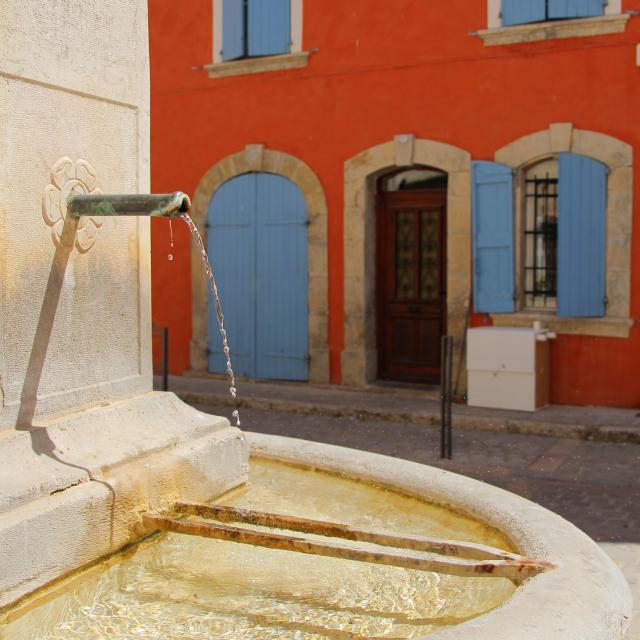 Fontaine Maison Facade Orange Saint Zacharie Oti Aubagne
