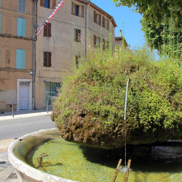 Fontaine Place Saint Roch Village Saint Zacharie Oti Aubagne