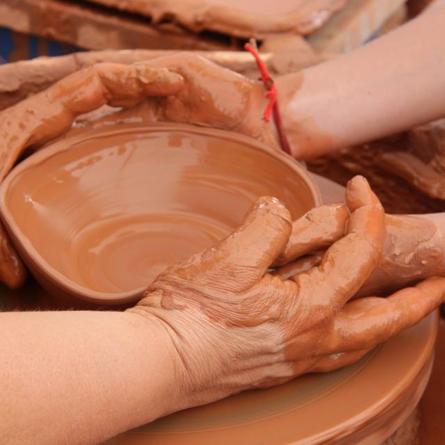 argilla-mains-initiation-tournage-pays-daubagne-scaled.jpg