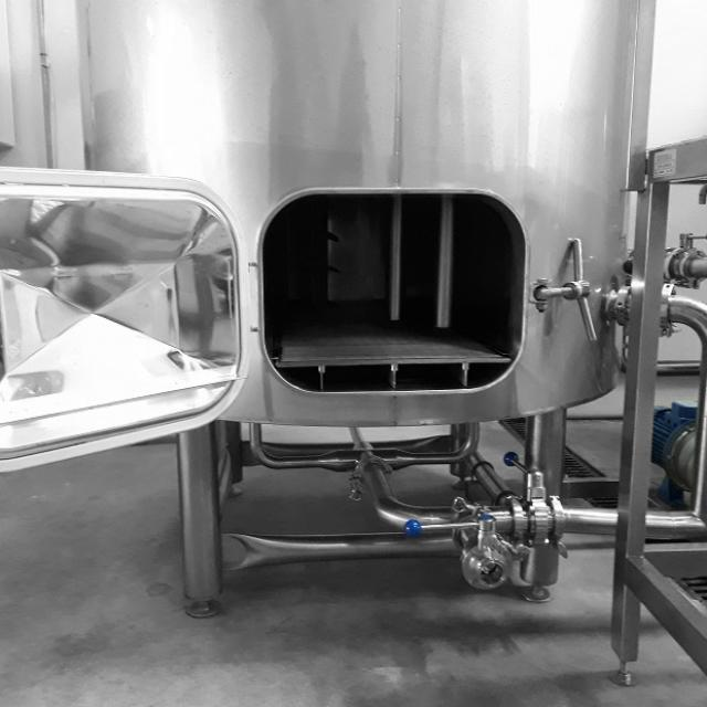 les-deux-font-la-biere-cuve-producteur-pays-daubagne.jpg