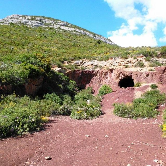 Mine de bauxite et Tête ronde