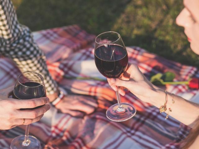 Pique-nique vin régional trinquer