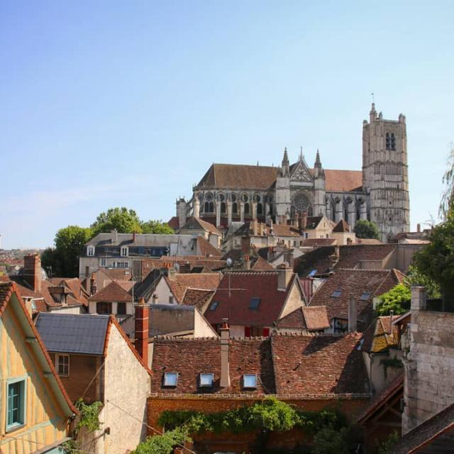 Instagram #auxerroistourisme-toits-Auxerre-cathédrale-vue