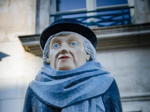 Marie Noel-statue-François Brochet-Auxerre-écrivaine