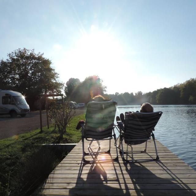 aire camping cars Gurgy-auxerrois-rivière-détente-ponton