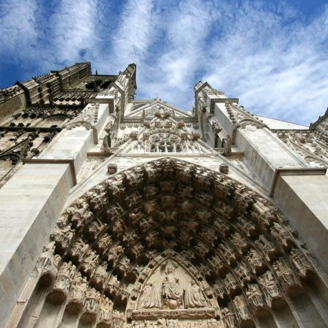 La Cathédrale Et Son Quartier © Canva