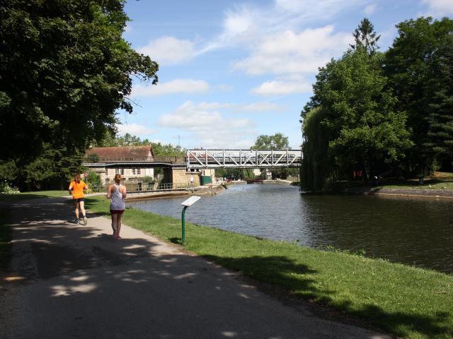 Canal Du Nivernais Joggeurs