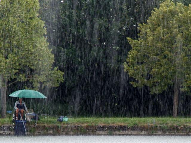 Pécheurs sous la pluie