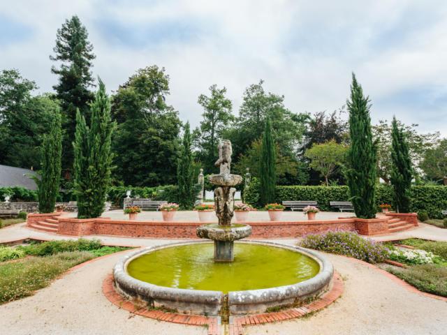 Chateau De Laas Jardin A L Italienne