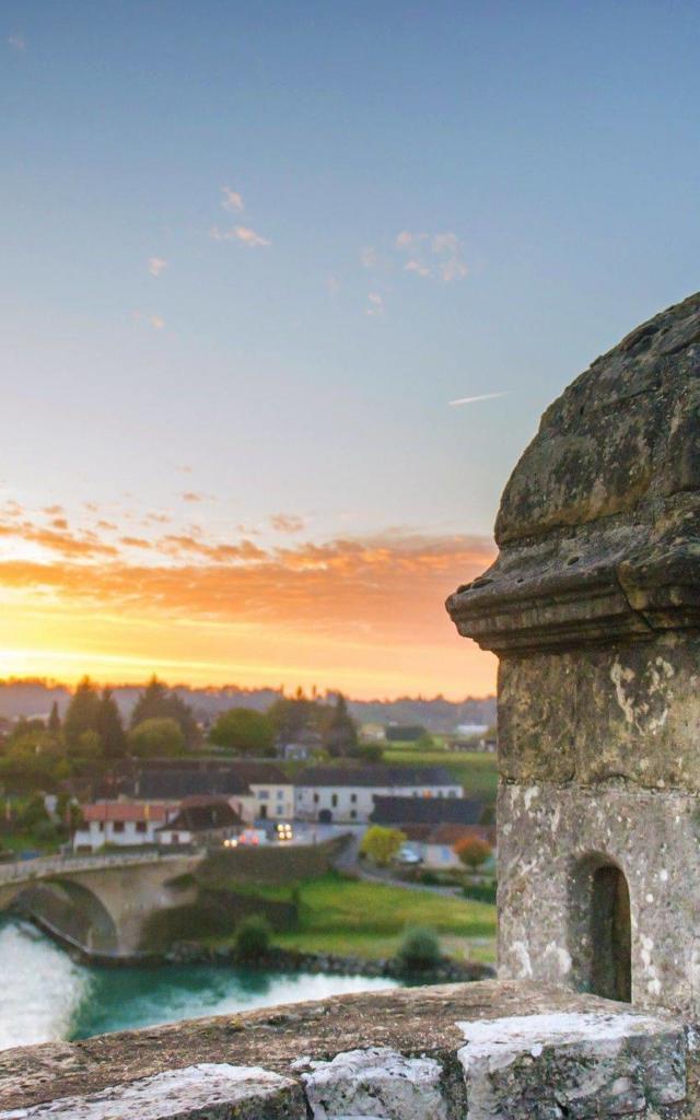 Un coucher de soleil depuis la guérite à Navarrenx, un des plus beaux villages de France.