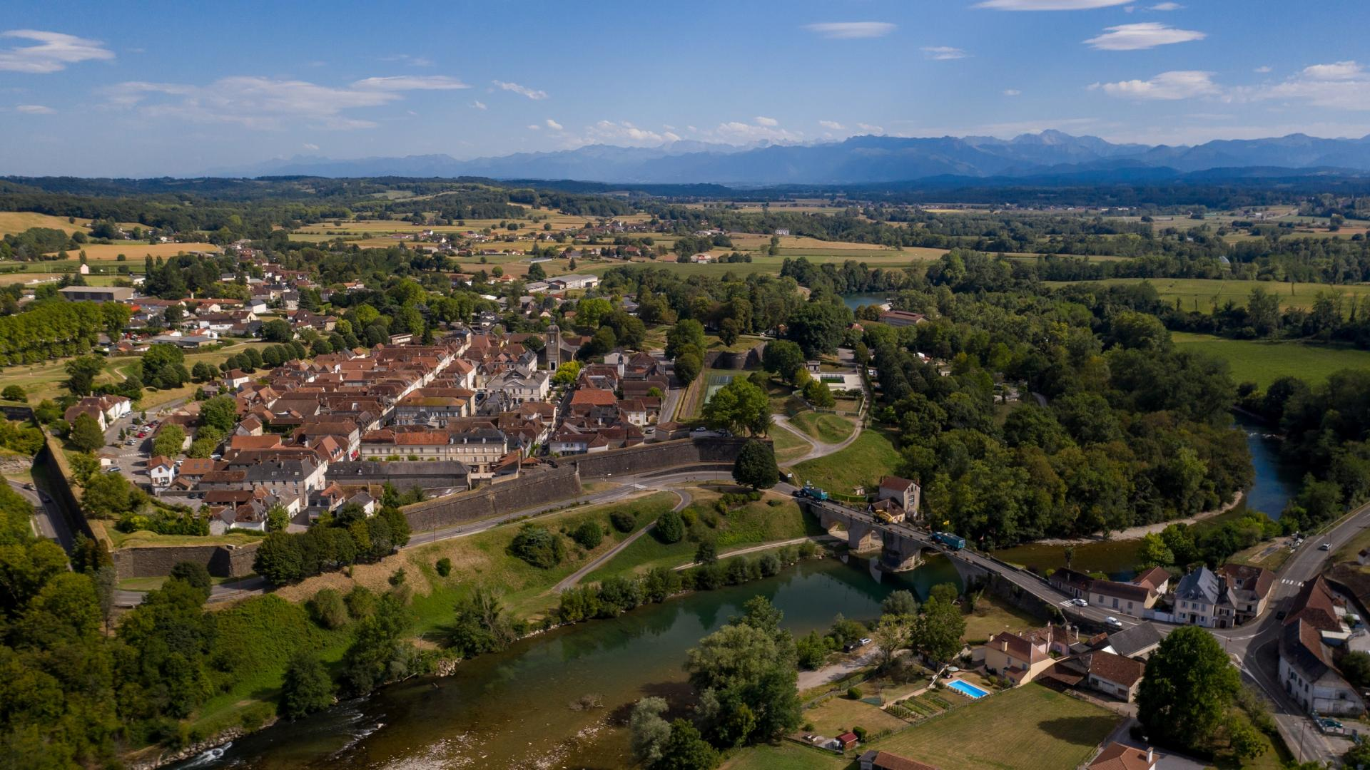 Navarren, un des Plus Beaux Villages de France, vu du ciel