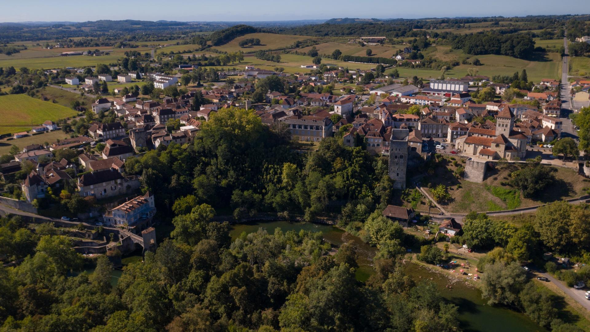 Sauveterre-de-Béarn, Petite Cité de Caractère, vue du ciel