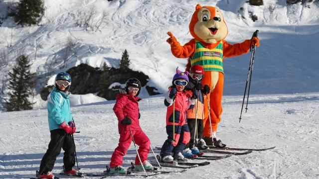 Paco La Mascotte du Collet Avec Enfants