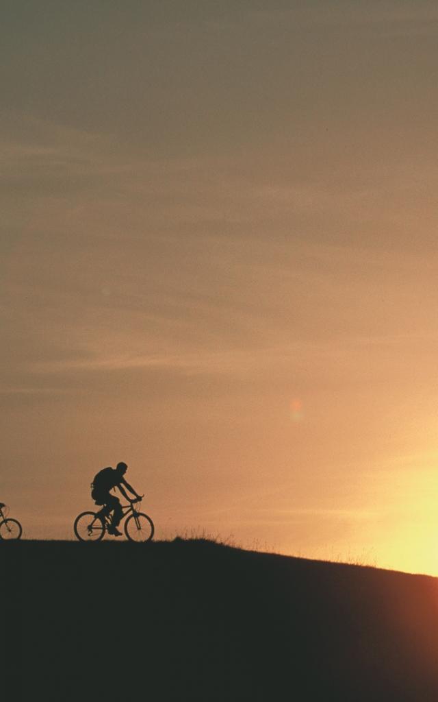 VTT au soleil couchant