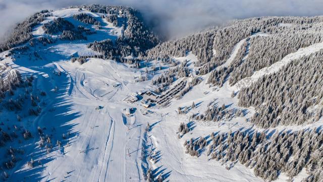 Station du Collet en hiver sur le Massif de Belledonne