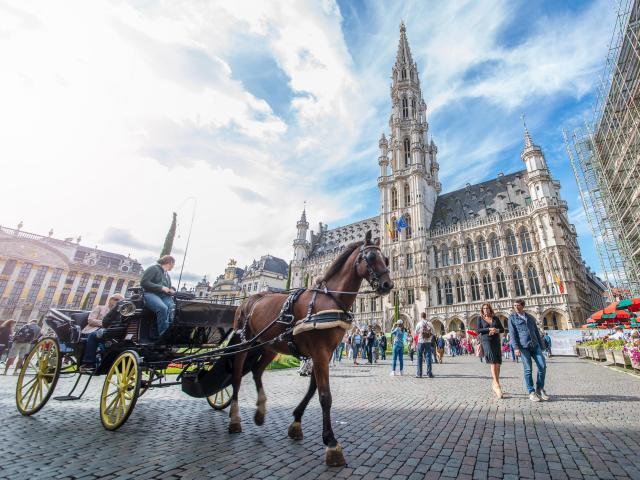 Grand-Place - Grote Markthôtel de ville - stadhuis - town hallcalèche - koets - horse carriage© visit.brussels - Jean-Paul Remy - 2015