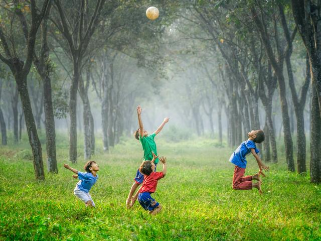 Enfants qui jouent