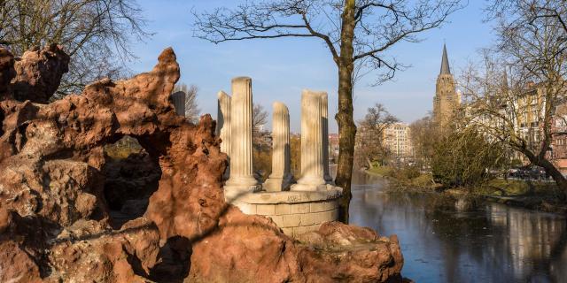 Flagey - Malibran étangs d'Ixelles - vijvers van Elsene fausse grotte, colonnes antiques valse grot, antieke zuilen false cave, ancient columns © visit.brussels - Jean-Paul Remy - 2017