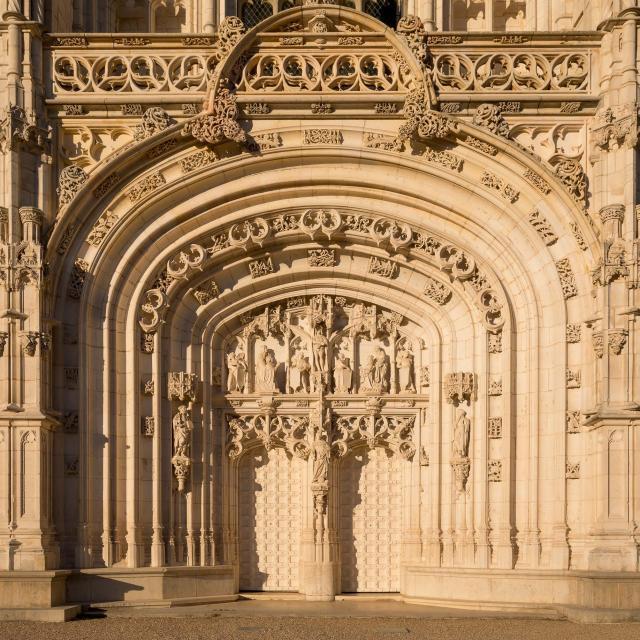 Entrée de l'église du monastère royal de Brou