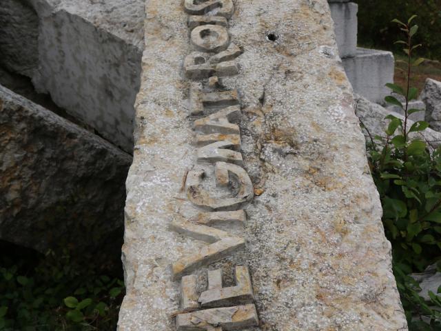 Zoom sur le Mémorial du Grand Brûle