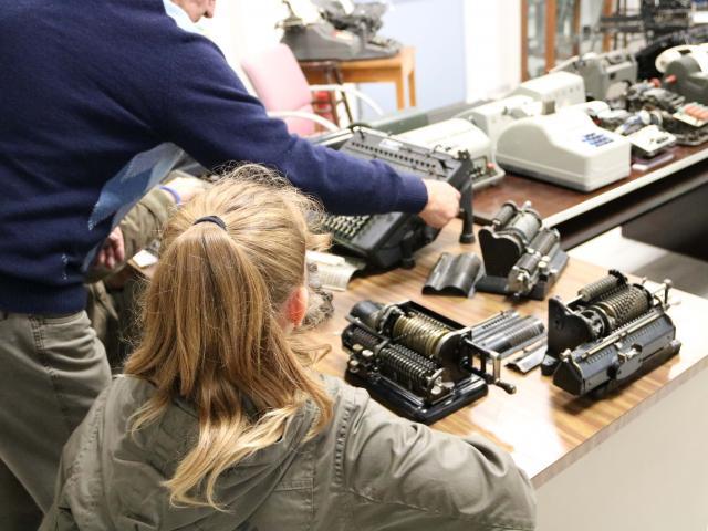 Machines à écrire et démonstration